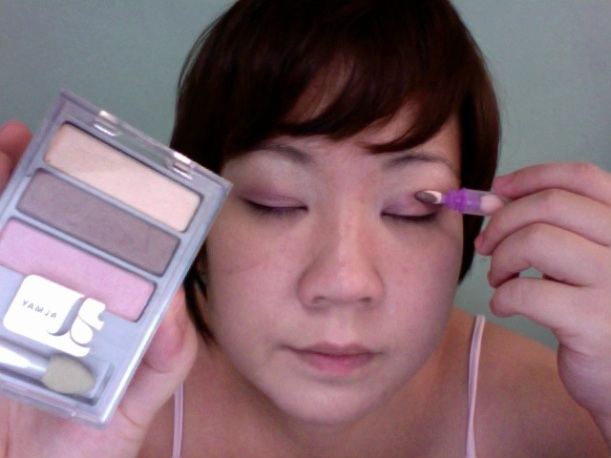 Step 8 - ALMAY Intense i-Color (Apply BROWN along the crease)