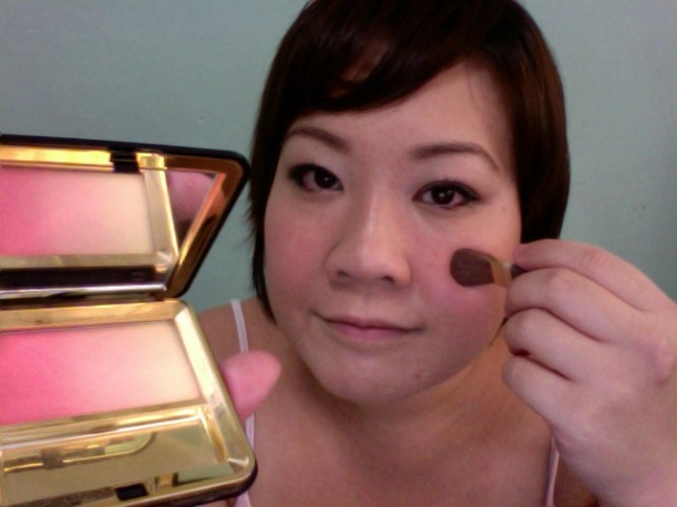 Step 13 - ESTEE LAUDER Signature Silky Powder Blush (21 Peach Nuance)