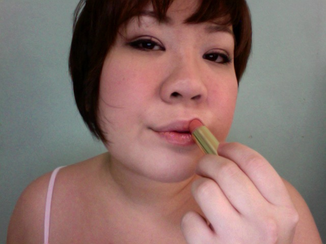 Step 13 - ESTEE LAUDER Pure Color Crystal Lipstick (305 Crystal Blush)