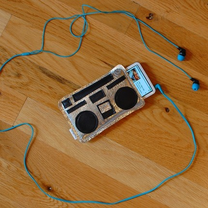 Geek Love - Boombox MP3 Holder - for iPod Classic or iTouch