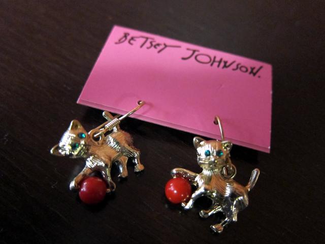BETSEY JOHNSON Kitty Cat dangly earrings