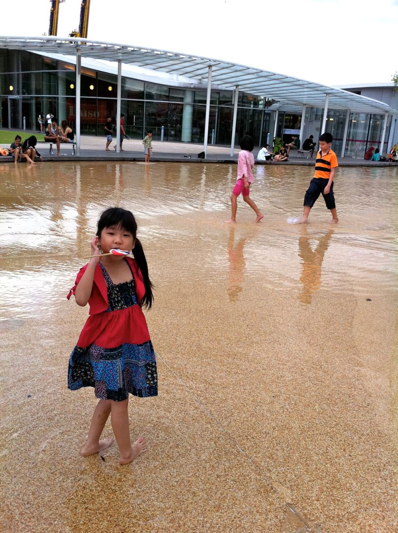 Amber took off her shoes and went off to play at the wading pool on the Vivo City roof