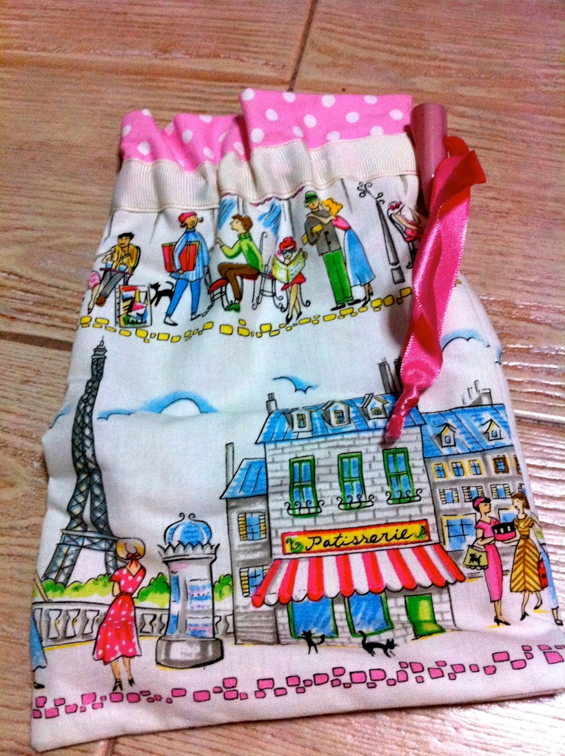Pouch with Parisian motif... pretty!!
