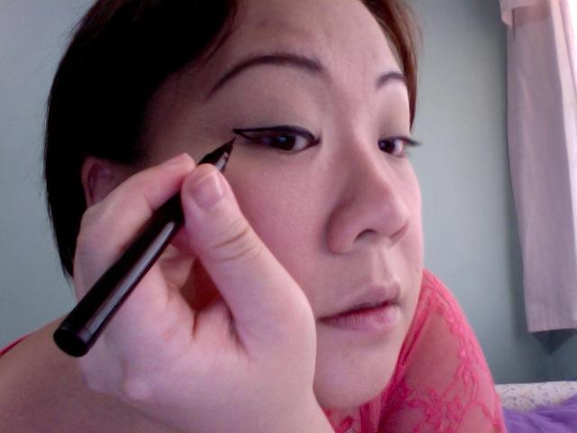 Hyperextending the eyeliner aka the cat-eye